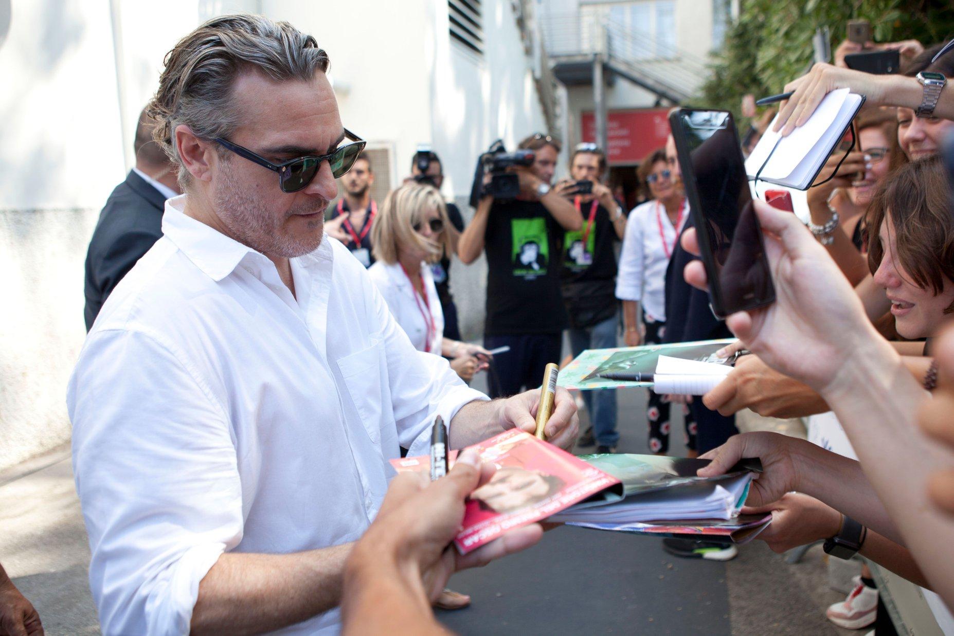 Joaquin Phoenix Red Carpet per Joker film in concorso al Festival del cinema di Venezia 2