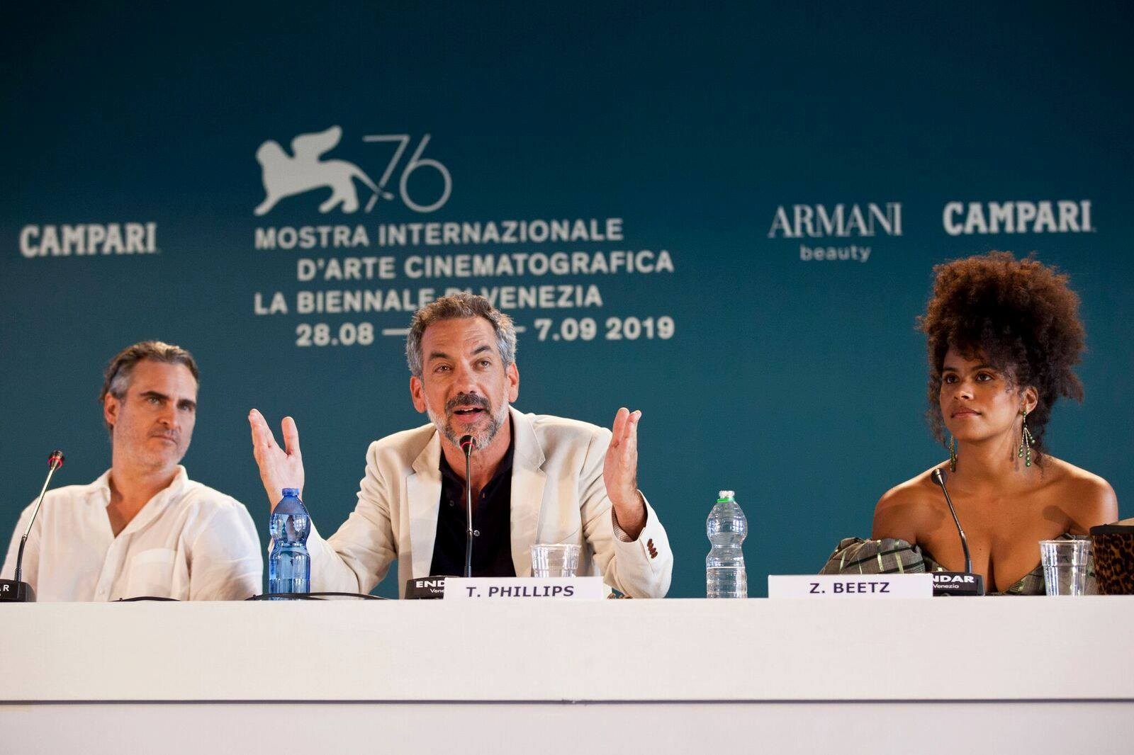 Joaquin Phoenix Zazie Beetz e Todd Phillips Conferenza Stampa per Joker film in concorso al Festival del cinema di Venezia 5