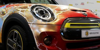 MINI Electric celebra 80 anni di Flash in occasione di Lucca Changes 2020